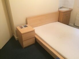Double room in a flat to share with 1 person only- all included