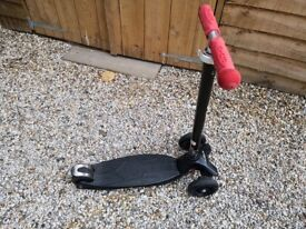 Black MICRO SCOOTER in very good used condition