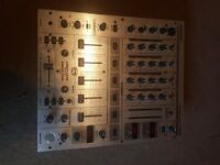 1 x Behringer djx 700 mixer