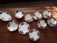 ROYAL ALBERT OLD COUNTRY ROSES BONE CHINA 19 PIECES. PART TEA SET. GOOD COND.