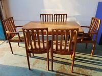 MEREDEW RETRO DINING SET EXTENDABLE DINING TABLE & 6 CHAIRS INC. 2 CARVERS DELIVERY AVAILABLE