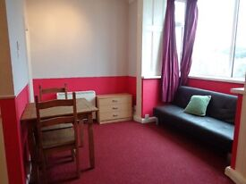 Studio Flat. Brixham Town Centre. Permanent Let. DG. Free WiFi. No Agent's fees (Ref KH3)