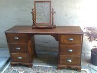 Dressing table with free-standing dressing mirror in dark pine