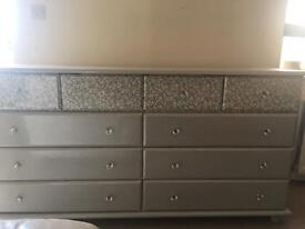 Double drawers in grey glitter