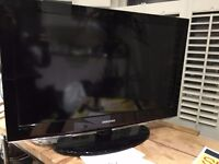 """TV MUST GO! Selling 32"""" flat screen TV in perfect condition. Only £50 must pick up ASAP!"""