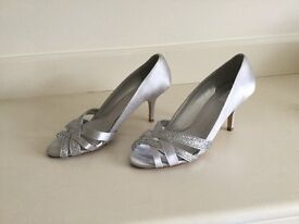Ladies silver evening shoes size 39 as new