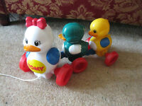 TODDLER PULL ALONG TOY - QUACKING DUCKS by TOMY - BEAUTIFUL CONDITION Reduced to £3 £16 from Amazon