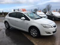 2011 Vauxhall Astra 1.4 Exclusive White 5 Door **Full History** *FINANCE AND WARRANTY* (megane,golf)