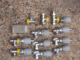 SET OF THERMOSTATIC VALVES.
