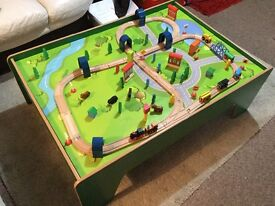 Carousel train table and 100 piece track