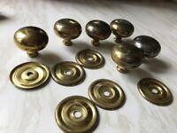 6 brass door knobs - 4cms diameter - vintage