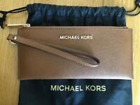 Genuine Michael Kors Jet Set Wristlet Purse in Luggage (brown)