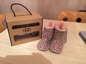 Baby girl ugg boots size 12-18months/ 4/5
