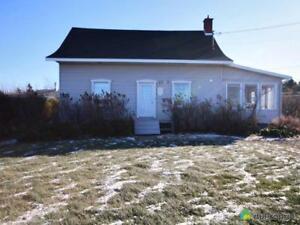 142 000$ - Maison à un étage et demi à vendre à Matane