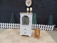 SOLID PINE FARMHOUSE HI-FI CABINET VERY SOLID CABINET WITH GLASS DOOR AND 2 DRAWERS