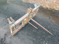 Heavy duty tractor three point linkage bale spike