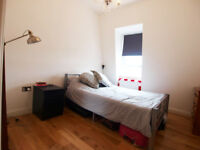 A Large & Modern top floor 1 double bedroom flat located between Finsbury Pk & Archway