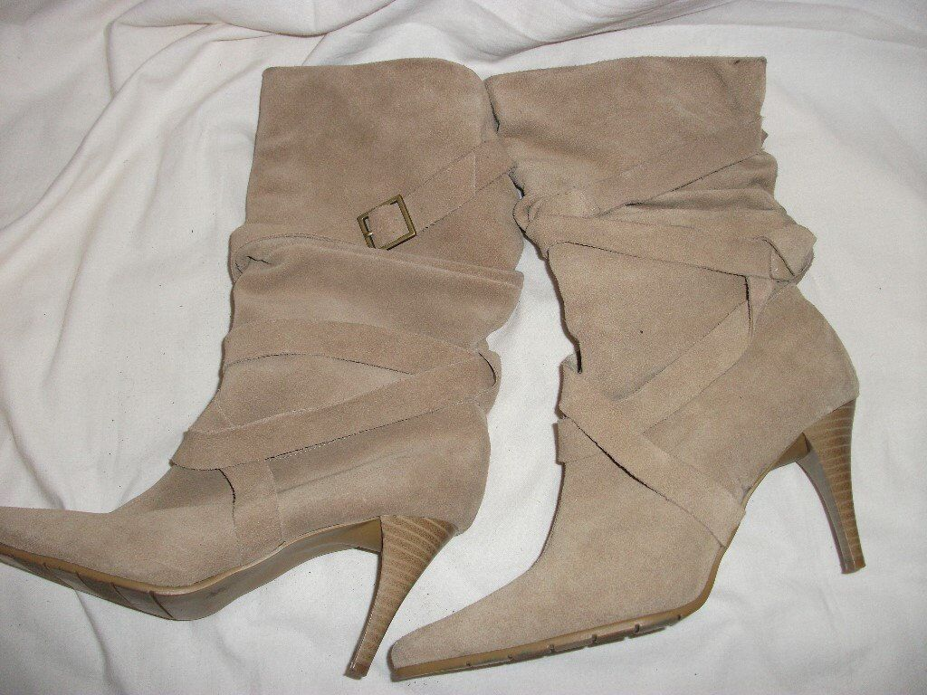Ladies boots in suede size 5
