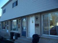 Pool on site! Large 2 Bedroom Townhouse on Lyndoch St, Corunna