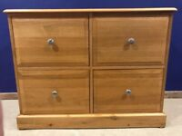 Lovely oak chest of draws/filing cabinet with runners for suspension files