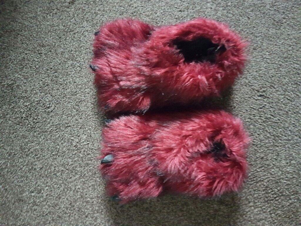 Gorilla feet slippers next size 6 never worn