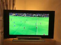 Hitachi 32 inch HD Flat Screen TV / Pacific DVD / Compact Disc Player