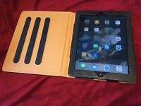 Apple iPAD2 in excellent condition like new with a beautiful leather case