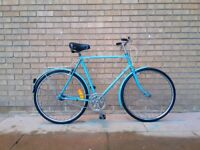 Super charming vintage city bike. Unqiue colour. Fully working.