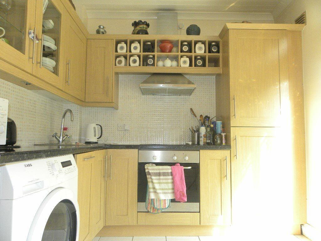 Unique three bed Town House split over three levels. Located on a quiet residential road, SE16