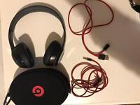 Black Beats wireless solo 2 On-ear headphone 90% NEW