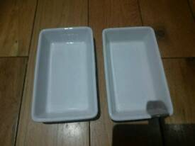 2 x small serving dishes