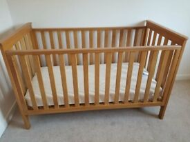 Baby cot/bed for sale (good condition), including mattress