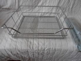 NEW HAFELE 600mm LINEAR POLISHED CHROME PLATED PULL OUT MESH WIRE BASKET.