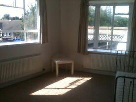 Large 3-bed flat in Strawberry Hill, Twickenham, TW1