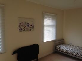 2 x DOUBLE BED ROOMS IN WICHELSTOW, PARKING AND BILLS INC £425pcm