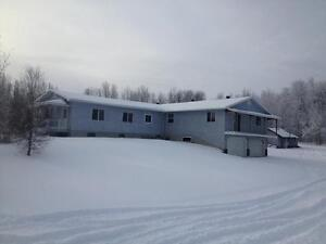Acreage house Rooms for rent 1/2 hour from Redwater