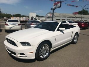 2013 Ford Mustang V6 Premium w/navigation & back up camera