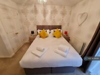 2 bedroom flat in Victoria Road, Marlow, SL7 (2 bed) (#1061181)