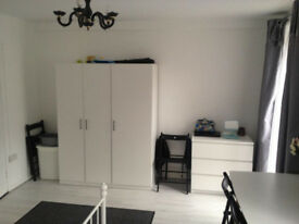 Beautiful Double Rooms - Excellent Location! A Must See!