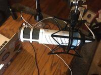 Rode Podcaster + Shock mount