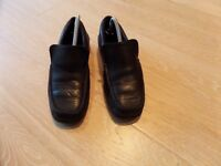 CLARKS BOYS BLACK LEATHER SLIP ON LOAFERS SIZE 6F 6 F £6