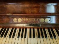 H Matz & Co Piano