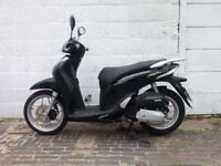 Honda SH MODE 125cc for sale - only 7000miles, good condition inc lock/gloves