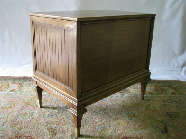 Vintage 1960's Mastercraft Nightstand/End Table; Walnut & Burl Veneers
