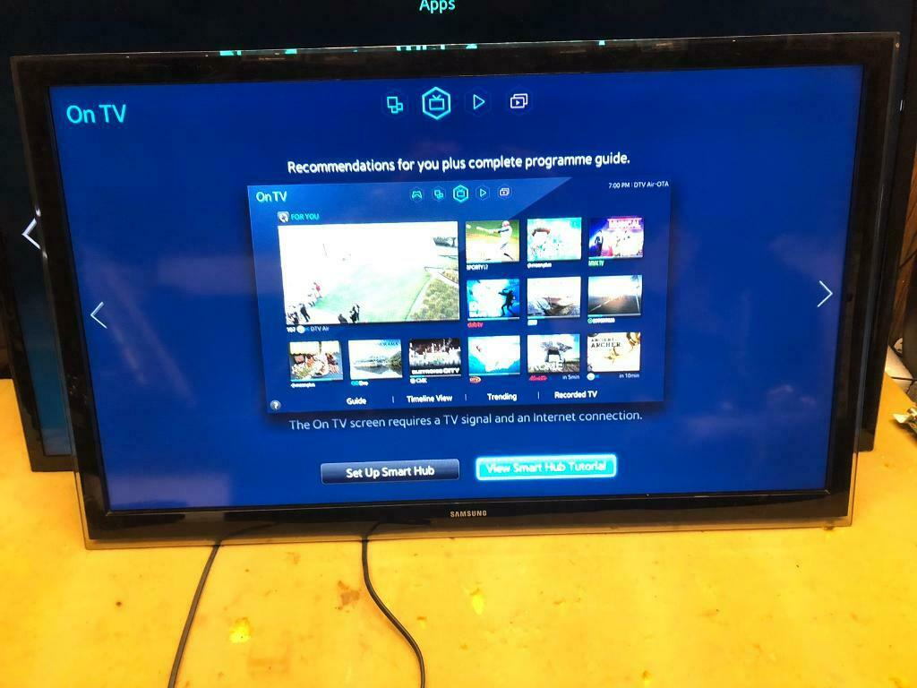 "Samsung 32"" smart LED Tv Apps wifi No stand 