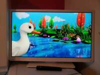 "White 32"" Toshiba DVD LED USB HD TV"