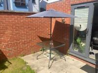 REDUCE from 80£ to 50£ Metal & Glass Garden Table