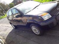 small family car ford fusion black 1.4 petrol economical