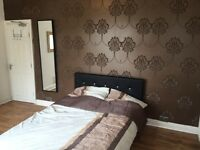 Bed rooms SHORT STAY, BILLS INCLUDED, High Standard,close to amenities,transport,City ,Uni, Ect