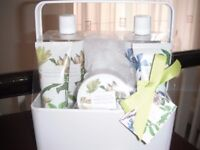 Boots Bathing Collection Magnolia & lavender Set in metal container